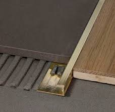 In der wohnung sei generell eine auflösung der einzelnen wohnräume mit fließenden übergängen zu beobachten. Trennprofil Fur Fliesen Projoint T Profilpas Messing Mit Holzleiste