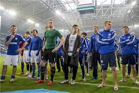 Hamburger sv was the only club to have played continuously in the bundesliga since its foundation, until 12 may 2018, when the club was relegated for. Schalke In Paderborn Ein Duell Der Gegensatze