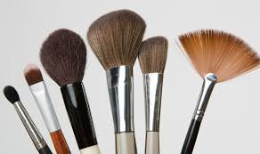 5 reasons why cleaning makeup brushes and blenders is necessary