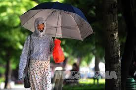 """Kết quả hình ảnh cho thời tiết nóng  - images q tbn ANd9GcRIQzdKLtL99bva5n8nShIcfO 7bfpJUOXS01uqv2N5p61nF3LK - Hà Nội: """"Tôi làm osin được 2 tháng 22 ngày thì chạy làng"""" vì trời nóng 40 độ chủ vẫn không cho tắm"""