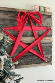Christmas Star ~ Make this beautiful Christmas Star in 15 minutes using old  barn wood, screws and red ribbon.