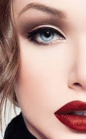 fair skin thick eyeliner and rich red lips can be a fine line as