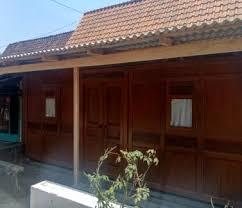 Selain material besi, pintu pagar dari kayu juga banyak dipakai untuk hunian dengan tema minimalis. 2