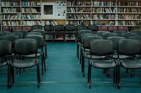 Пространства для чтения и работы Учебные классы и конференц зал на 100 человек для творческих встреч лекций семинаров мастер классов курсовых занятий кинопоказов и пр