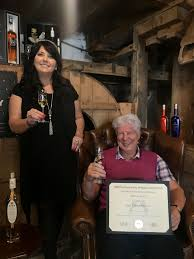 Patricia Dillon, Managing Director at Speyside Distillers, and John Harvey  McDonough, CEO, with one of their awards. | Виски