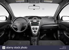 2007 Toyota Yaris in Black - Dashboard, center console, gear ...