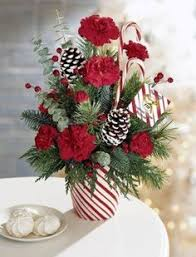 Christmas Flower Arrangements // red and white striped vase // candy canes  in flower arrangement
