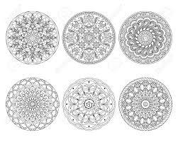 6 手描き曼荼羅白い背景で隔離のセットです大人の塗り絵の白黒ページですeps 10