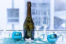 Zwei Gläser Eine Flasche Champagner Und Christbaumschmuck