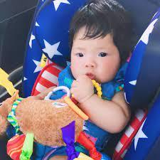 Tủ đồ chơi của bé 0-6 tháng cần có những gì?