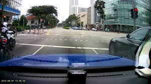 Beating Red Light Demerit Points Maserati Beat Traffic Police Motorcyle At Traffic Junction