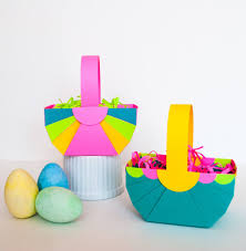 pretty diy paper easter baskets make these quick and easy paper easter baskets with this