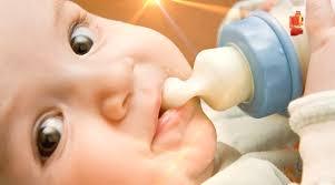 Khi nào nên cho bé cai bình sữa? 6 mẹo giúp bé cai bình sữa đơn giản