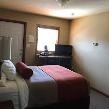 rufus hillview motel well appointed rooms and relaxing outdoor spaces