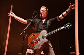 queens of the stone age bring rock n roll swagger to nyc s madison square garden