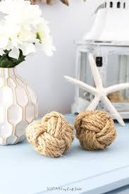 DIY coastal decor idea! How to make decorative monkey fist rope balls. Fun  wedding