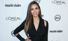 jessica alba is all about natural beauty and makeup the latina star recently revealed her ultimate makeup tutorial using honest beauty s