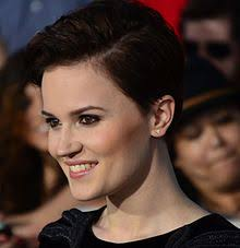 veronica roth head and shoulders photo roth at the film premiere of divergent in california on march 18 2018