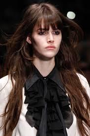 Anda tentunya akan terlihat lebih cantik dengan gaya rambut ini, khususnya anda wanita yang berumur 20 an yang sangat cocok menggunakan model rambut ini. 19 Variasi Model Rambut Layer Panjang Terpopuler