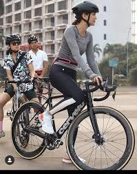 Luna maya mengaku newbie alias pendatang baru di dunia persepedahan. 10 Style Luna Maya Gowes Pakai Sepeda Mewah Hobi Baru Nih