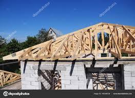 framing. Brilliant Framing Dakbedekking Bouw Huis Dak BuildingTimber Truss Spanten En Framing  Home Dak Gemanipuleerde Dakspanten U2014 Foto Van Thefutureis In U