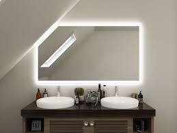 Badspiegel Mit Dachschräge Rundum Von Allen Seiten Beleuchtet