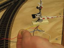 help needed wiring mth crossing gates o gauge railroading on blue and yellow together gate should go up and stay up