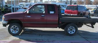 1997 Toyota T100 DX Xtracab flatbed pickup truck   Item E587...