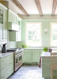 Cocina Con Los Muebles Y Armarios Pintados De Verde