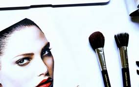 what you need to bee a professional makeup artist