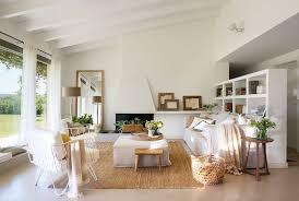 Los ambientes claros y luminosos son muy relajantes, y son ideales durante el verano, cuando la luz del sol dura más y nos permite disfrutar. Forum Design Decoracion Estilo Mediterraneo Ambientes Luminosos Y Calidos