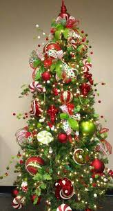 Lime green and red tree. These are the colors im going to decorate with!