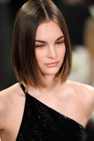 If your forehead is more prominent, bangs with long, textured waves can be a great option to accentuate your eyes. 20 Super Flattering Short Hairstyles For Long Faces All Things Hair Us