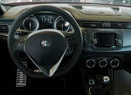 File:Alfa Romeo Giulietta dashboard (type 940).jpg - Wikimedia Commons