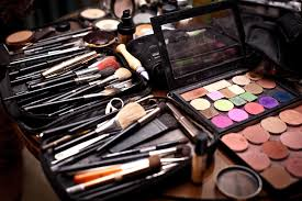 having a fun and successful enement photography session in seattle doesn t require extensive makeup or a day at the saloon you can do your own makeup
