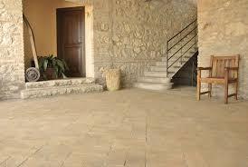 Pavimentazione Balconi Esterni : Piastrelle per giardino posa pavimento esterno pavimenti