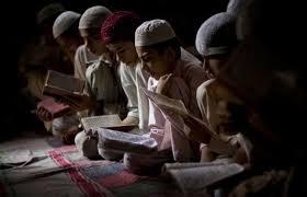 Meneruskan bacaan Al-Qur'an atau Mendengarkan azan?   Bincang Syariah