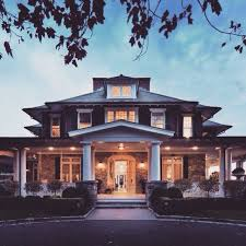 great home designs. but would like double front door. great home designs