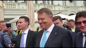 Președintele Iohannis, la plimbare prin Timisoara - YouTube