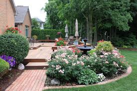 37 beautiful landscaping ideas around deck