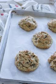 levain bakery oatmeal raisin cookie a