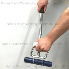 extendable hand floor roller being twisted to extend