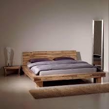 Schlafzimmer Bett Metall Graues Schlafzimmer Mit Einem Holztisch