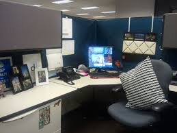 Home Office Ideas:Beautiful Cubicle With Hanging Photos Decor And Black  Shelf Also Black Desk