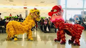 Barongsai adalah tarian tradisional tiongkok dengan menggunakan sarung yang menyerupai singa. Bandara Jenderal Ahmad Yani Sambut Tahun Baru Imlek Dengan Atraksi Barongsai Jagaberita Kanal Berita Kita