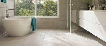 Hier erläutern wir ihnen den typischen fußbodenaufbau im detail und informieren sie über mögliche kosten für einen künftigen bodenaufbau nach wunsch. Bodenbelag Im Badezimmer Vinyl Und Designboden Wineo