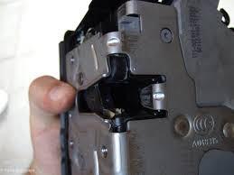 as you can see all attachments are diffe so you can t go wrong for the installation i chose to connect the door pin shaft only outside the door
