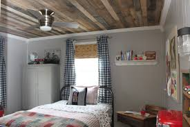it all started several months ago when she showed me some pictures on another blog where they made an accent wall out of recycled pallet wood