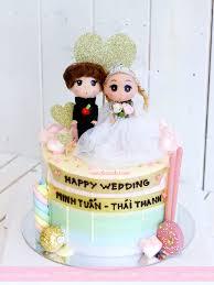 Bánh kem cưới trang trí búp bê cô dâu chú rể - Tiệm Bánh Mon Chéri