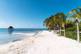 is it safe to travel to cancun right